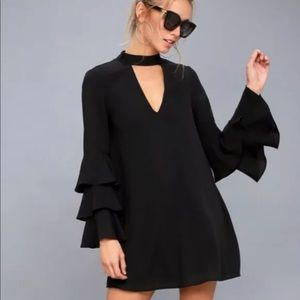 Lulu's 🖤 Mini Dress with bell sleeves